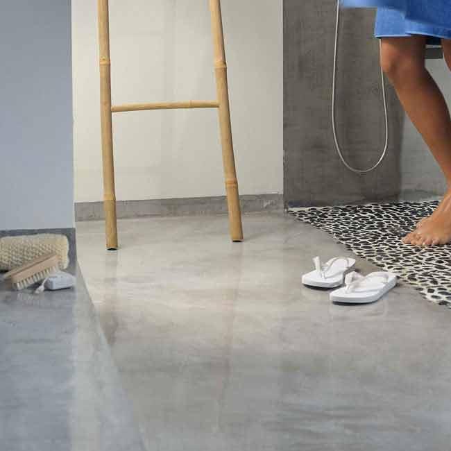 bagno-in-microcemento-con-piatto-doccia-sasso-lavato1